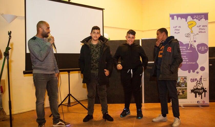 Derrick Leeuwin en drie deelnemers tijdens het eindevenement van het vorige traject van CANIDREAM. (Foto: PR)