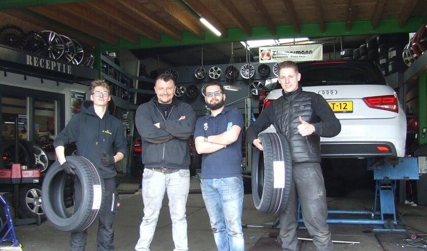 Het team van Firststop Sky Bandennet weet alles van banden en balanceren. (Foto: EvE)