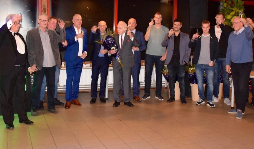 De jubilarissen van DSV Full Speed proosten op een nieuw sportjaar