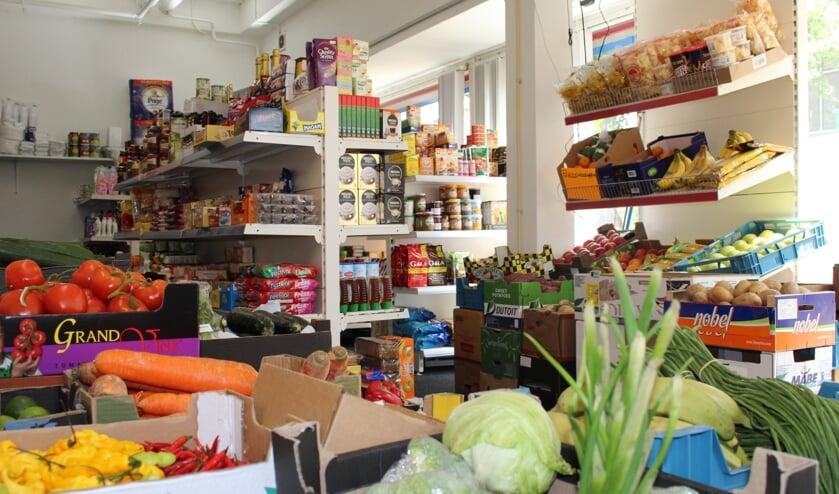Surinaamse èn Nederlandse specialiteiten bij Parbomarkt. | Foto: EvE