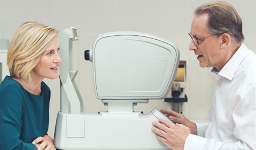 Op World Sight Day roept Specsavers Delft 40-plussers op voor een ooggezondheidsonderzoek