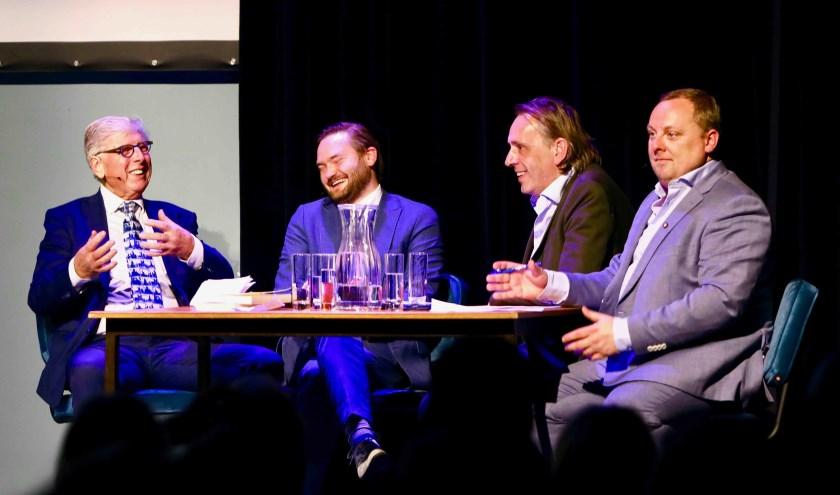 V.l.n.r.: Leo Quack, wethouder Bas Vollebregt, Marcel van Roosmalen en Roelof de Vries (Foto: Koos Bommelé)