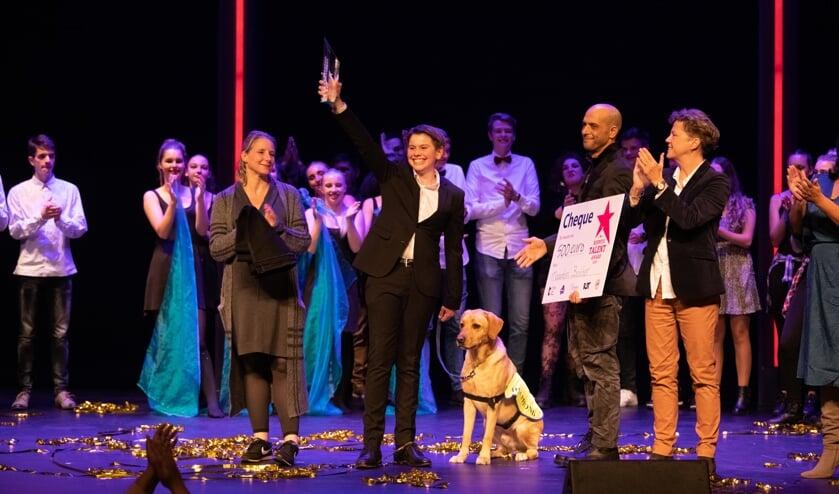 Maarten Bakker, met hond, de winnaar van de Rijswijk Talent Award