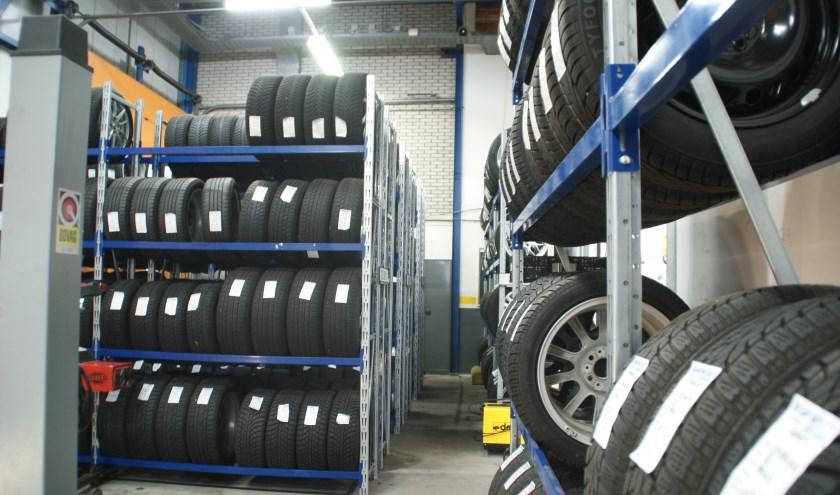 De grote opslagcapaciteit van zomer- en winterbanden bijIdenburg Car Solutions.