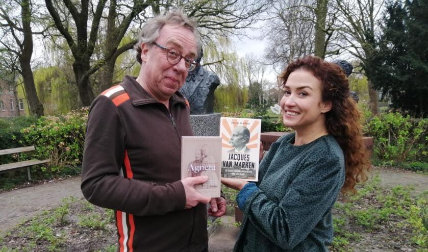 Jan van der Mast en Katja Schuurman met de twee boeken