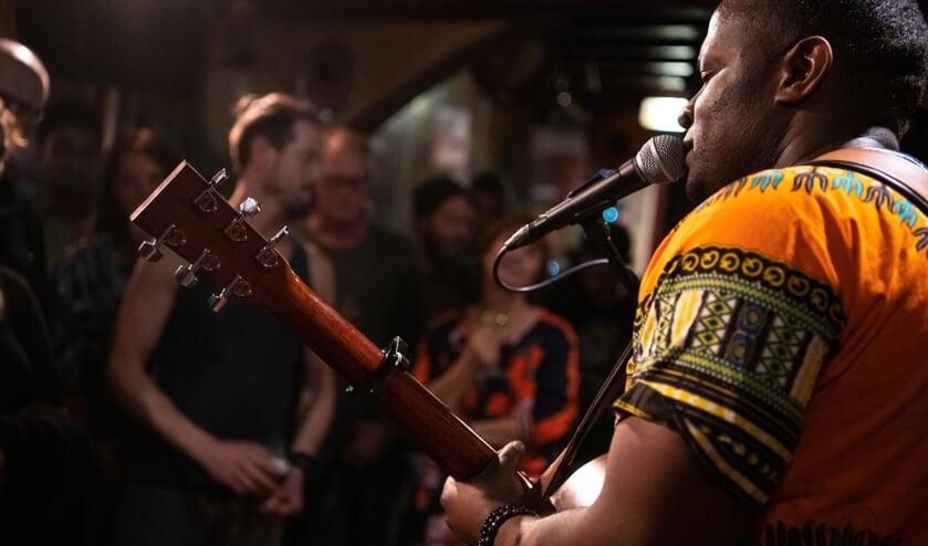 Ruji speelde Afrikaanse soul tijdens het Knapsack Festival