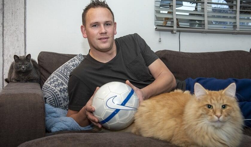 George Thoen zou het liefst nu zelf nog in het eerste elftal van Full Speed spelen, maar blessureleed maakt dit onmogelijk. (foto: Roel van Dorsten)