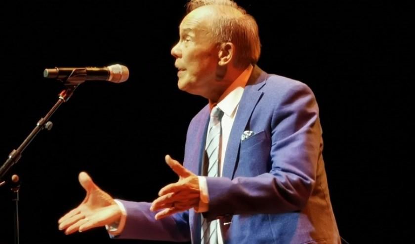Ferry tijdens zijn optreden in Theater Aan de Slinger in Houten (Foto: Willemijn Ploum)