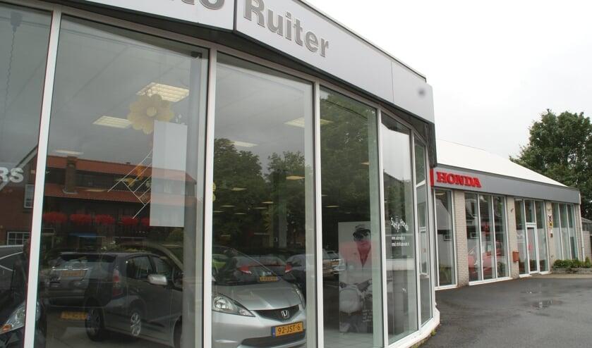 Het pand van Auto Ruiter, goed te herkennen aan het Oosteindein Wateringen.
