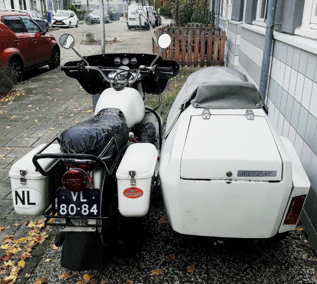 De achterkant van de Moto Guzzi V7   © RODI Media-zh