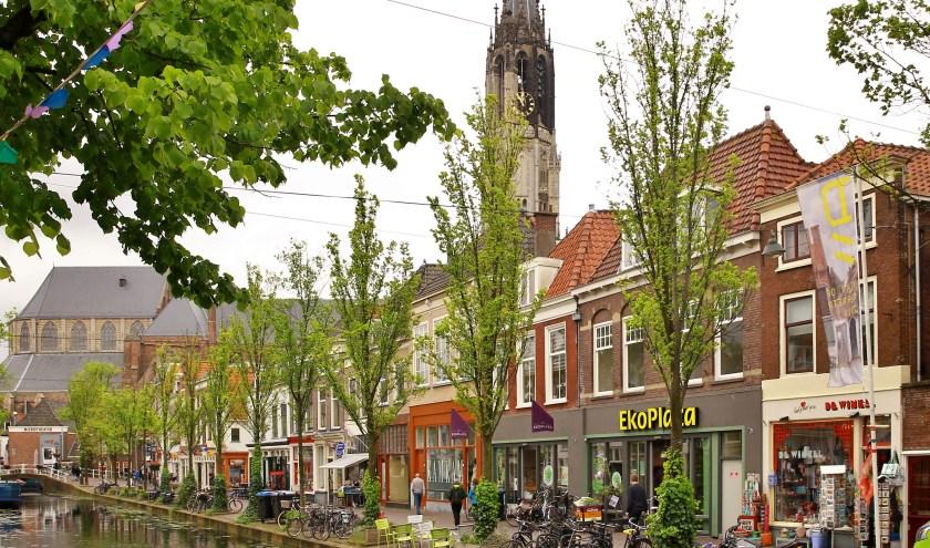 De Klis is één van de mooiste stukjes van de Delftse binnenstad. Het is bovendien een gebied vol authentieke Delftse winkels. (Foto: Koos Bommelé)