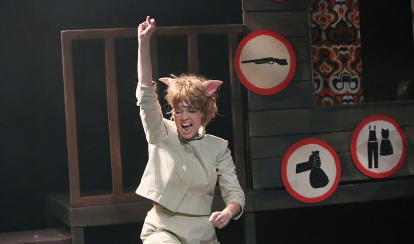 Ilse Warringa schittert in 'Zwijnenstal', te zien in De Veste!  (Foto: Sanne Peper)