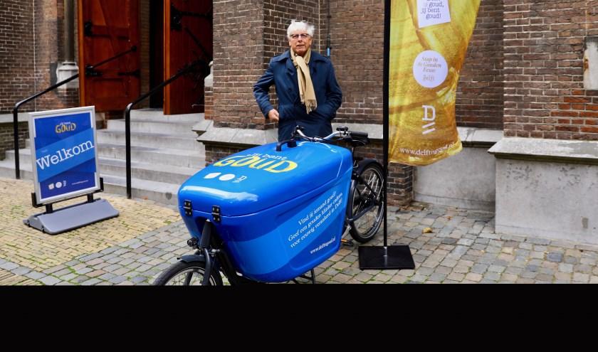 Nachtburgemeester Leo Quack promoot de 'Gouden Klinkers' in de Jozefstraat (Foto: Koos Bommelé)