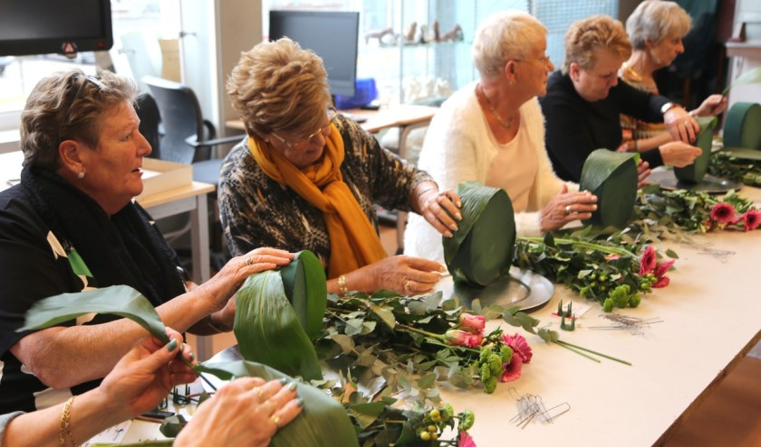 Op de Seniorendag kunt u ook gezellig meedoen met een workshop bloemschikken