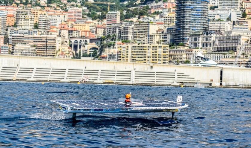 De TU Delft zonneboot in actie tijdens de Monaco Solar Spot One race in 2018