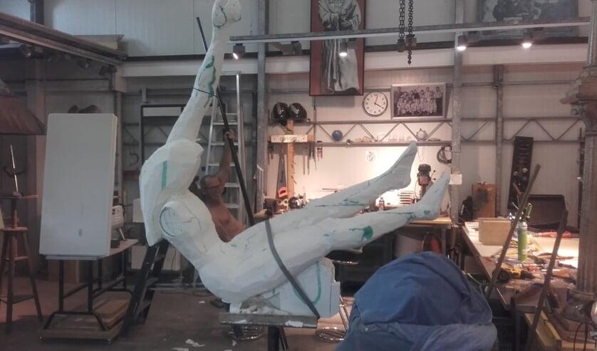 De polsstokspringer van kunstenaar Willem Doomernik nadert zijn voltooiing