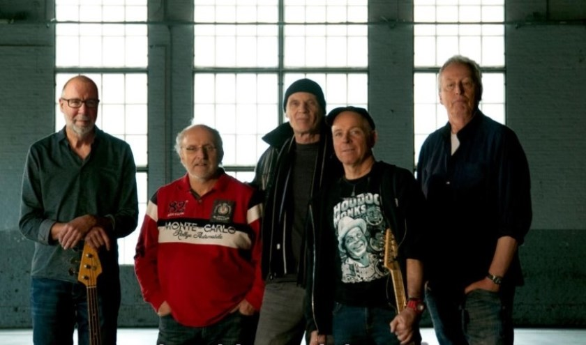 De Lamm Grey Blues Band verzorgt het laatste mini-concert bij Café Phoenix