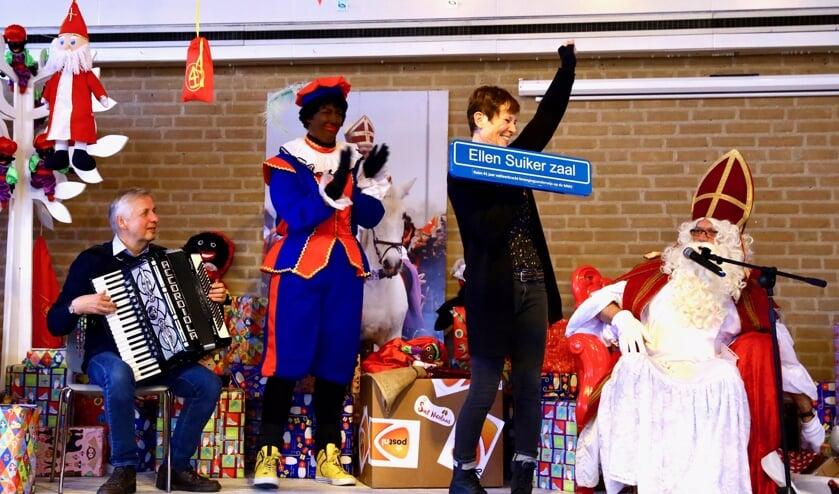 Ellen Suiker werd door Sint en Piet verrast met haar 'eigen zaal' (Foto: Koos Bommelé)