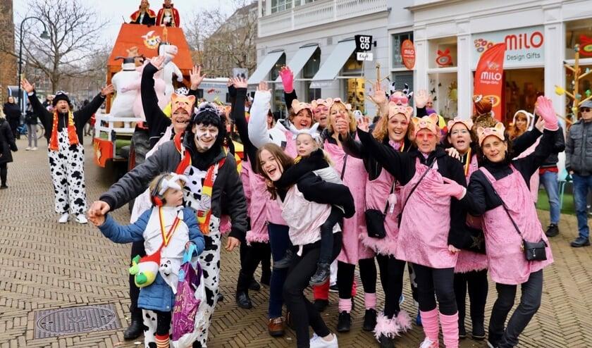<p>De Delftse carnavalsoptocht dreigt ten onder te gaan door de coronacrisis, vrezen verschillende betrokken organisaties. (Foto: archief/Koos Bommele)&nbsp;</p>
