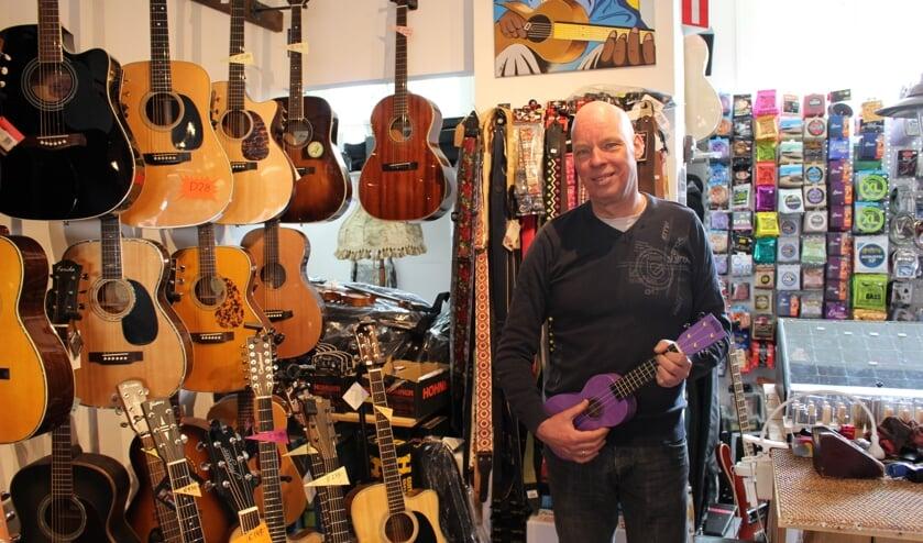 """Roy Mosterdijk wil alleen goede instrumenten verkopen. """"Voor rotzooi ben ik allergisch."""" (Foto: EvE)"""
