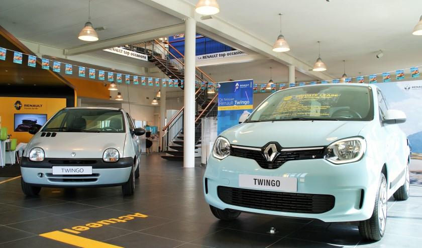 De nieuwe Twingo naast de 'oer'-Twingo, waar het succes mee begonnen is.