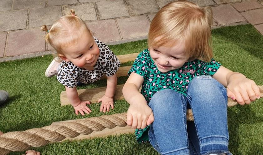 Uw kind speelt naar hartenlust in de tuin met natuurlijke elementen. Én er is een eigen moestuin. (Foto: PR)