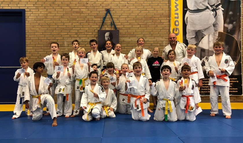 De voltallige wedstrijdgroep judo van Budo Gouweleeuw