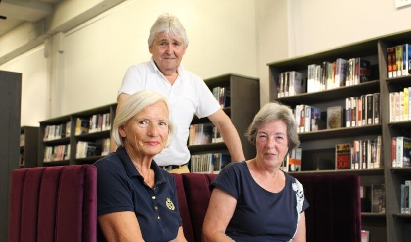 Het bestuur van Stichting Delft-Freiberg: Stineke Heinen (l),  Loes Witting en Henk Vonk. (Foto: EvE)