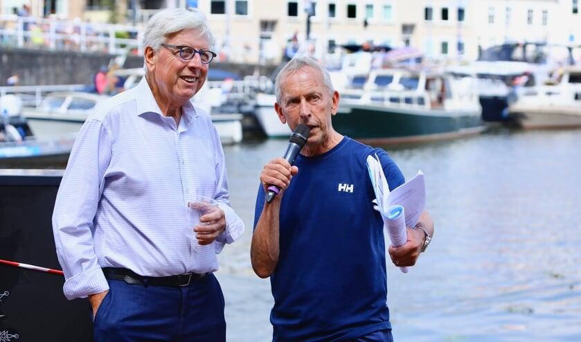 Bruun van der Steuijt interviewt Leo Quack over de Delftse boot tijdens het Varend Corso (Foto: Koos Bommelé)