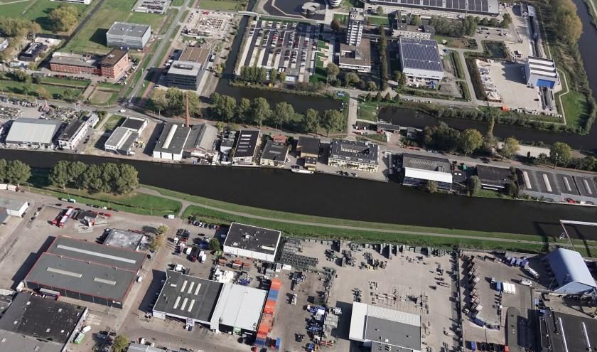 Veel bedrijvigheid aan de oevers van de Schie (Foto en tekst: Willem de Bie)