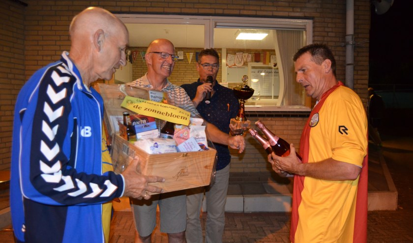 Bij een eerdere editie van het veteranentoernooi kreeg SEP-vets het felbegeerde 'seniorenpakket' uitgereikt