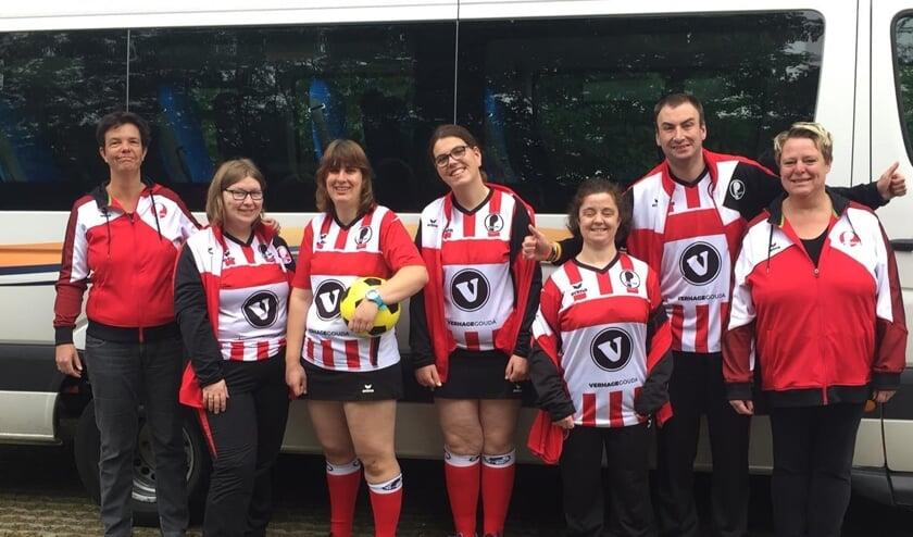 Team en begeleiding voor de Dirk Kuyt-bus, v.l.n.r.: Joyce, Saskia, Jessica, Lea, Patrick en Lianne