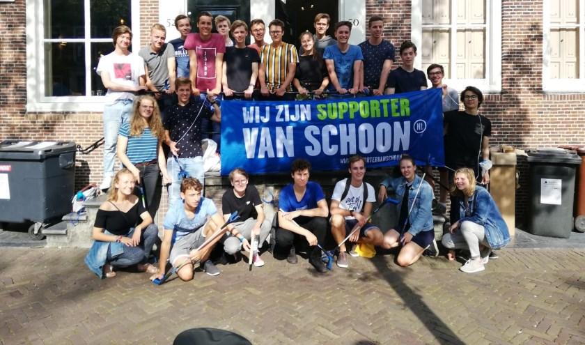 Eerstejaars studenten die mee deden aan de Clean Up Day zijn Supporters van Schoon