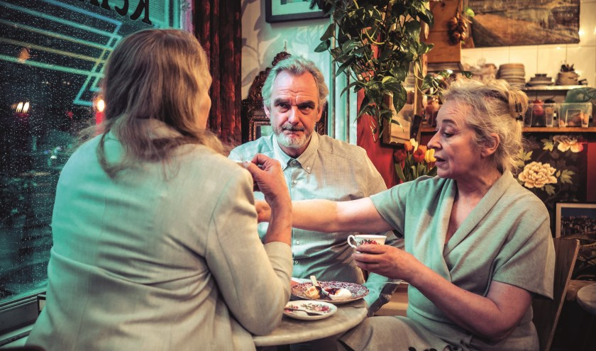 In 'The Children' komen de acteurs voor een moeilijke keuze te staan (Foto: Gordon Meuleman)