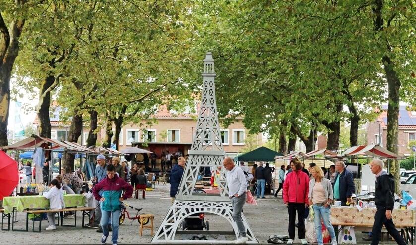 Ieder jaar is er het gezellige Montmartre in de dorpskern van Den Hoorn. (foto: Henk Groenedaal)