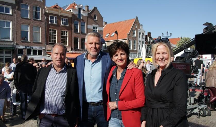 Marktmanager Paul Nijhuis, presentatoren Sybrand Niessen en Martine van Os en Evelien van der Kruit, directeur Delft Marketing.