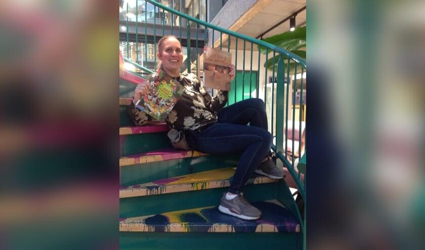 Eva met twee pronkjuwelen van boeken!