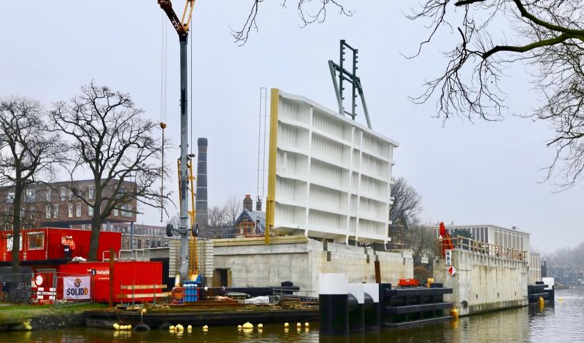 De nieuwe Sint Sebastiaansbrug is inmiddels bijna af (Foto: Koos Bommelé)