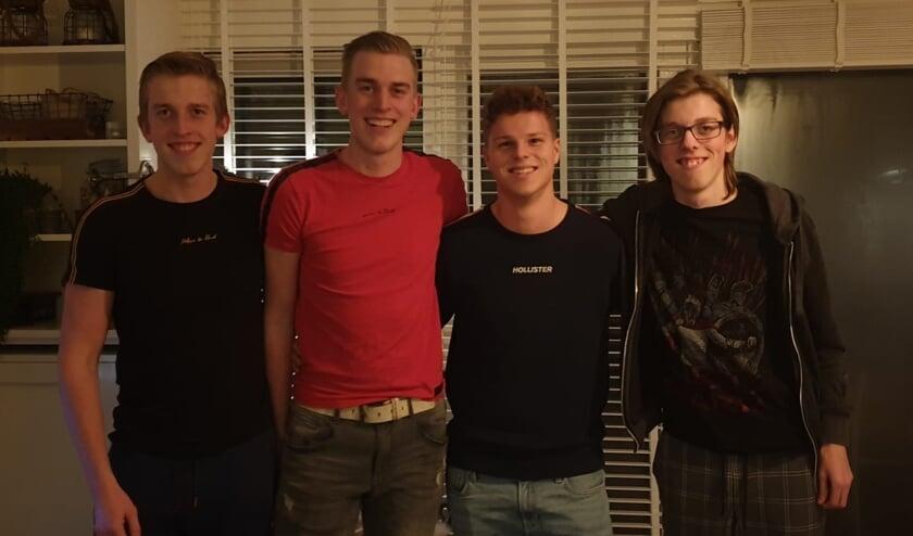De vier musketiers die allemaal de Delft op Zondag bezorgden: v.l.n.r. Jort, Mats, Tim en Sten
