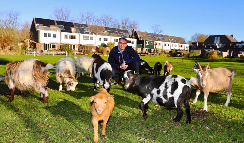 <p>Voorzitter Remmelt Thijs maakt zich zorgen om de toekomst van Kinderboerderij en Waterspeeltuin Tanthof <br>(Foto: Koos Bommel&eacute;)</p>