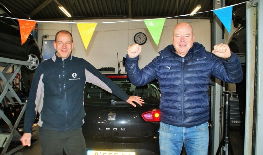 <p>Baaf Automotive, van Joost Noordam (links) en Manfred Bavelaar, viert een jubileumfeestje, want het bedrijf bestaat al weer tien jaar! (foto: ML)</p>