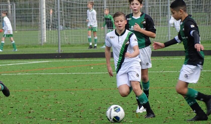<p>Ty gaat als een speer de andere spelers voorbij (Foto: Maarten Bos)</p>