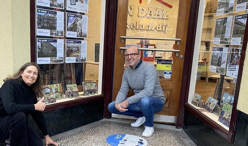 <p>Makelaar Jan-Paul van Daal en kunstenaar Nan Deardorff McClain. </p>