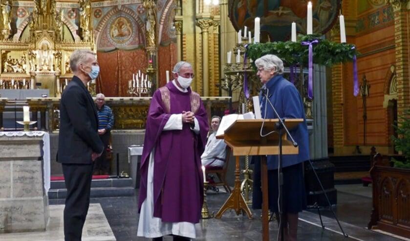 Pastoor Verbakel, mevrouw Kok en geestelijk verzorger Erik de Groot
