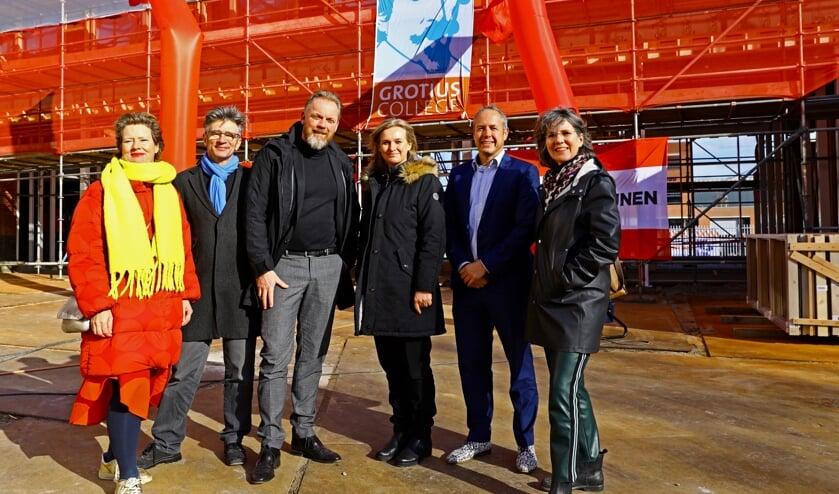 Kempinga en Wessels (Mevrouw Meijer), Van der Mark, Van der Woude, Steenbergen (Van Wijnen) en Janson (Foto: Koos Bommelé)