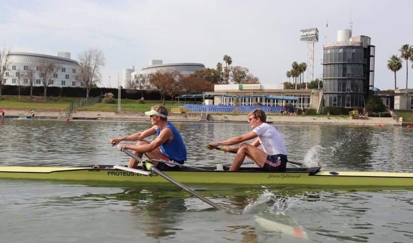 De tweeling Ries (links) en Vosse (rechts) in 'betere temperaturen' tijdens een trainingsweekend in Sevilla vorige week