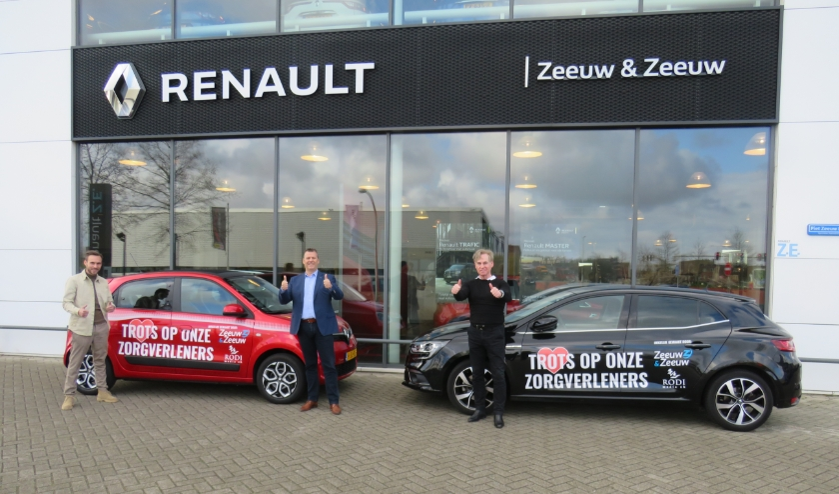 Voor de vestiging van Zeeuw & Zeeuw in Delfgauw, van links naar rechts: Bram Rontberg jr. (Rodi Media zh), Ed Mouton (Zeeuw & Zeeuw) en Leo Rontberg (Rodi Media zh).