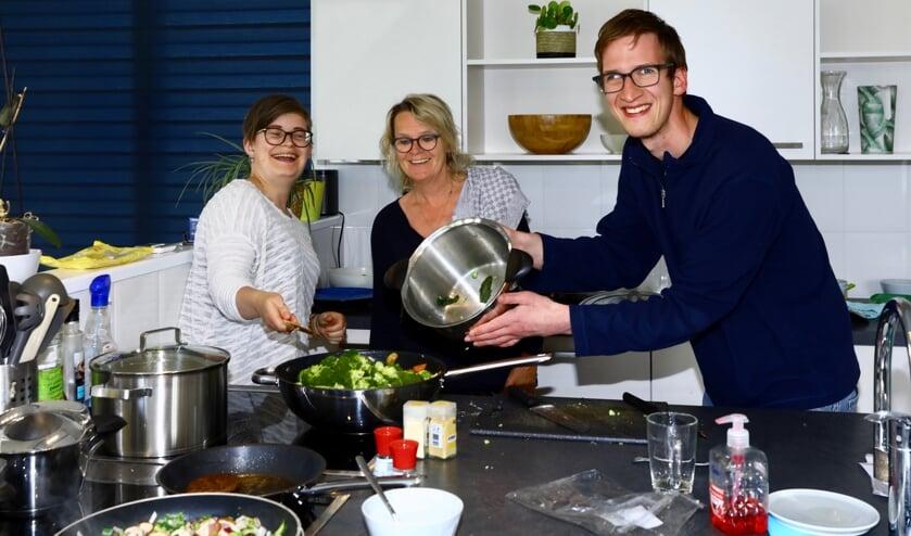Anouschka, vrijwilliger Hella en Michiel (Foto: Koos Bommelé)