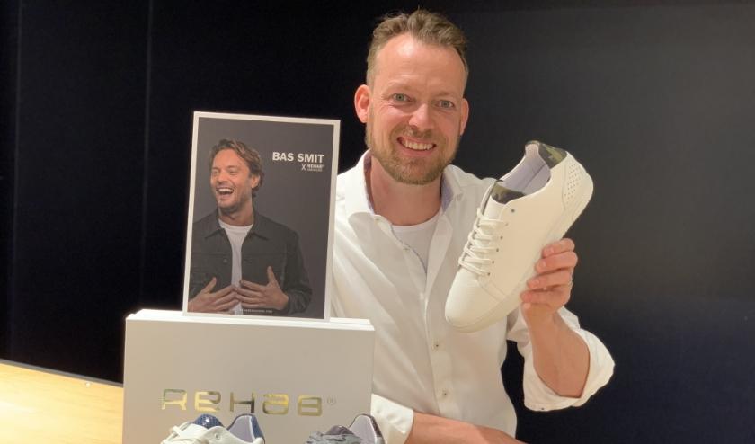 Arjan Steendam met de Bas x REHAB sneakers
