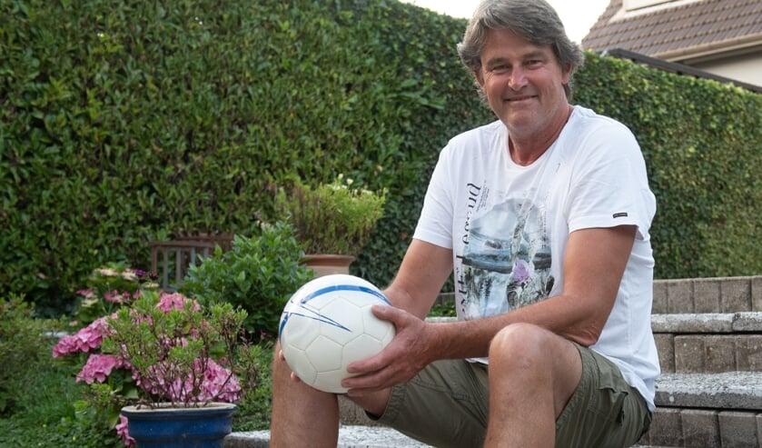 Hans Schot heeft een passie voor het keepersvak en is daar bijna dagelijks mee bezig. (Foto: Roel van Dorsten)